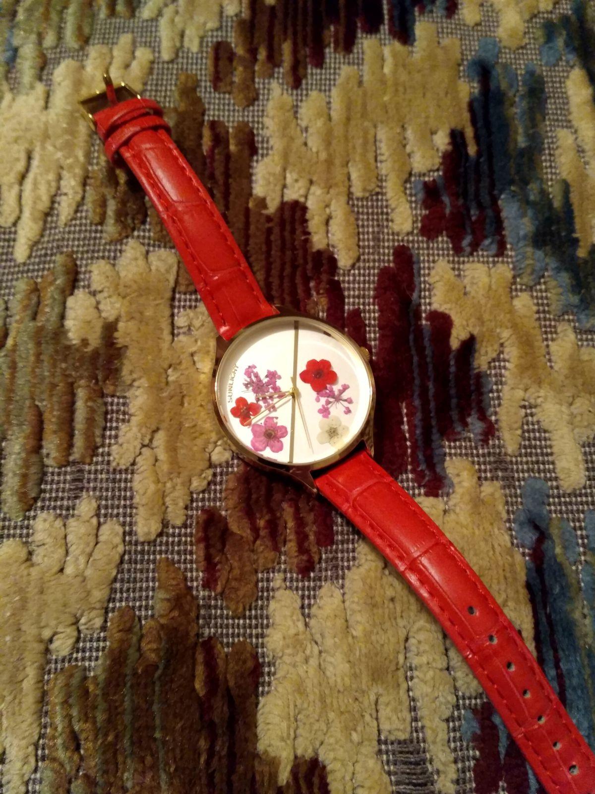 Женские часы с сухоцветами под стеклом