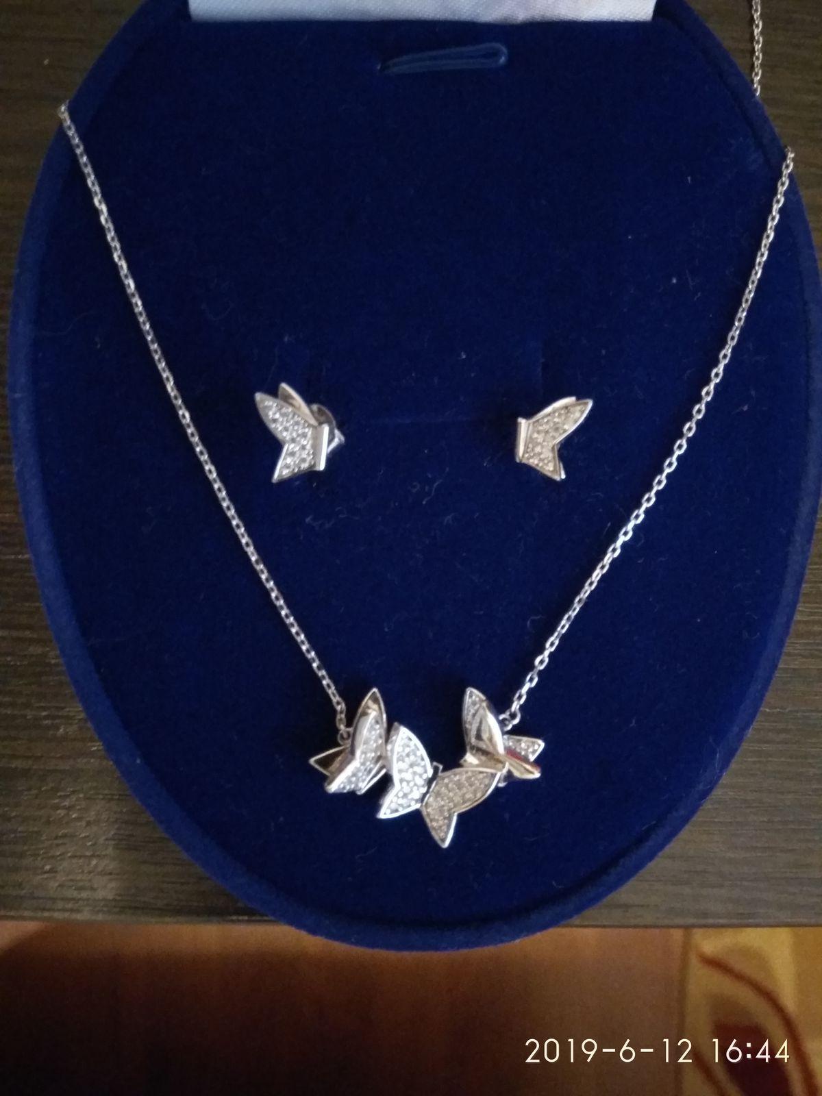 Серьги-гвоздики с бабочками