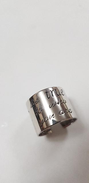 Широкое кольцо с надписью