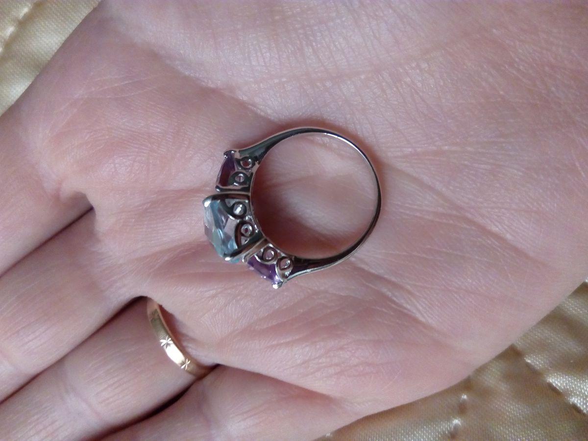 Серебряное кольцо с топазом и аметистами