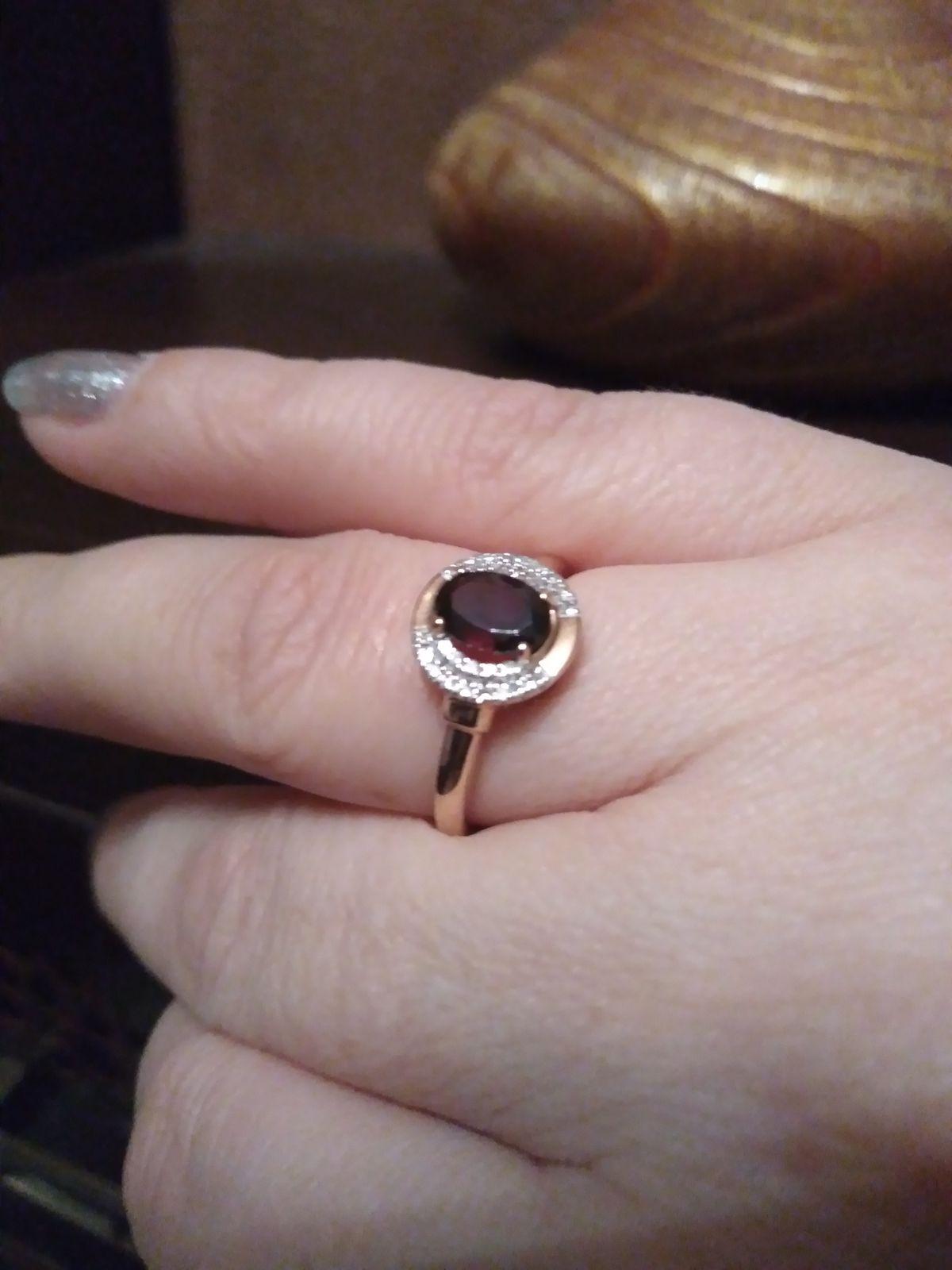 Золотое кольцо с гранатом и бриллиантами