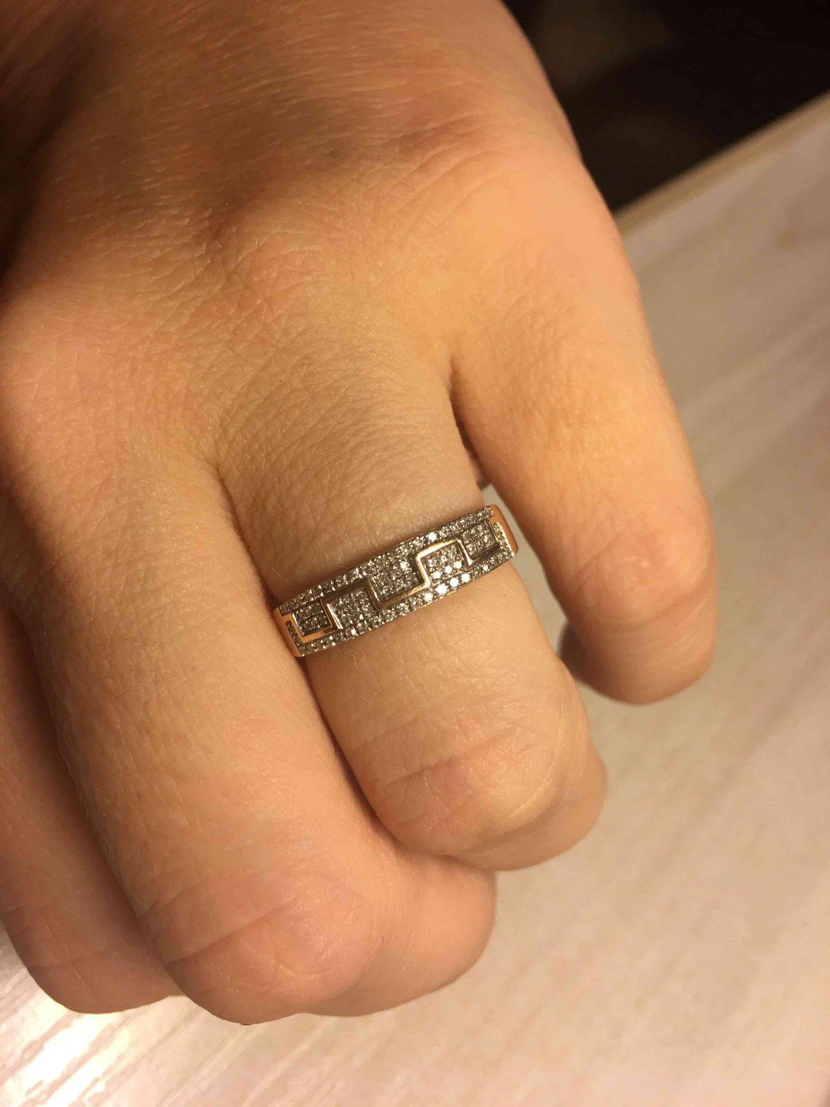 Очень довольна кольцом !!! на солнце сияет не передать ))!!! рекомендую !!!