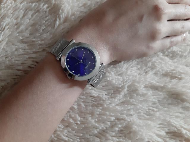 Безумно красивые часы!) Как приобрела,так и ни разу не снимала😍😍😍