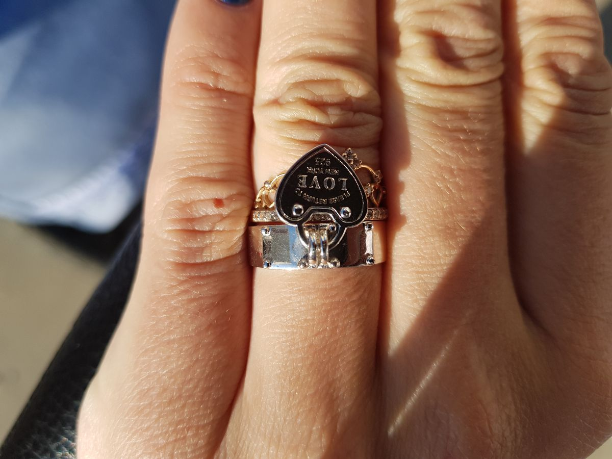 Кольцо с подвеской