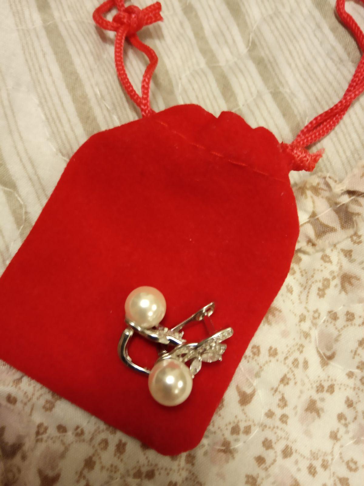 Серебряные сережки с фианитовыми вставками и жемчугом