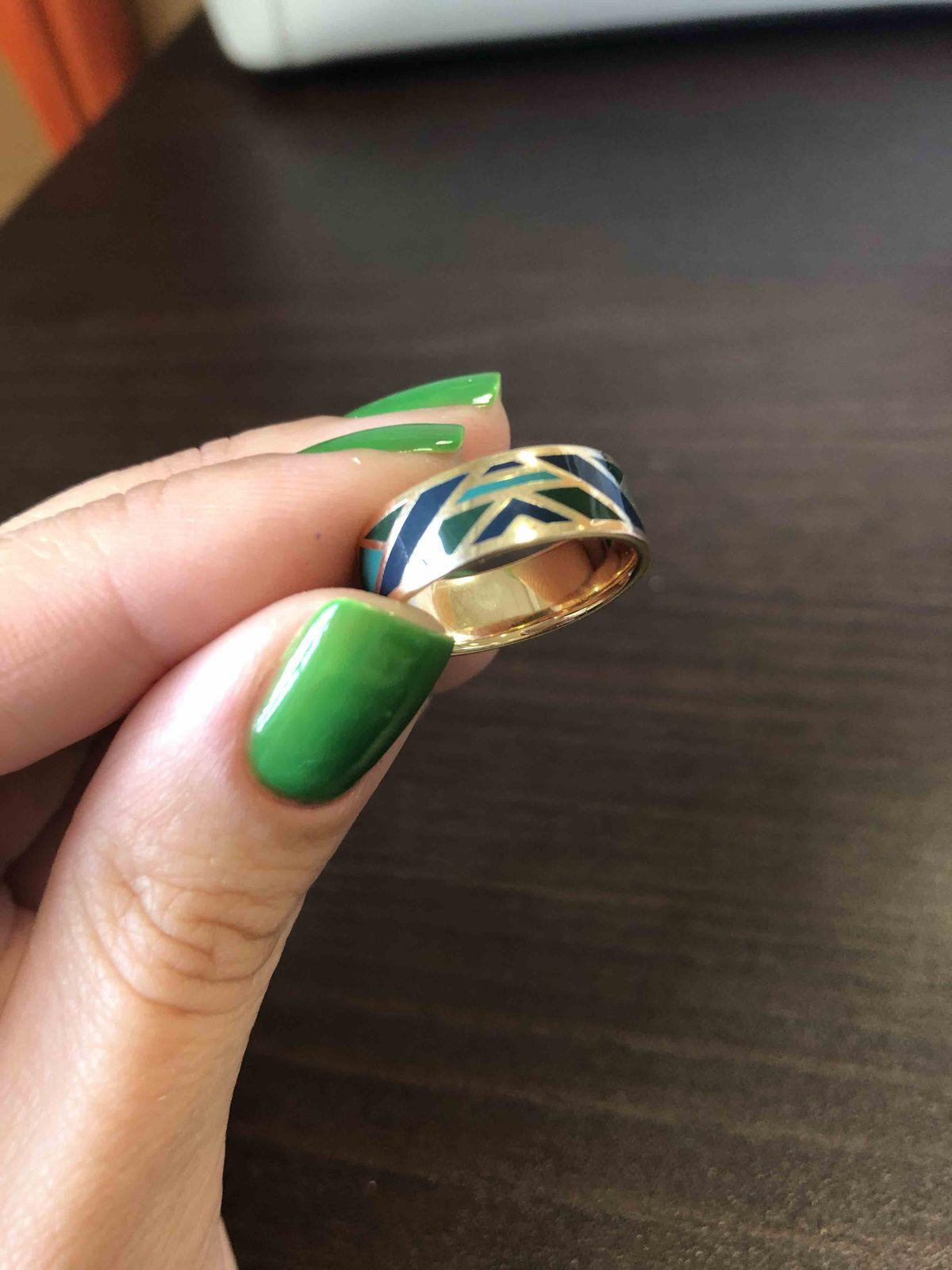 Прекрасное, лаконичное кольцо