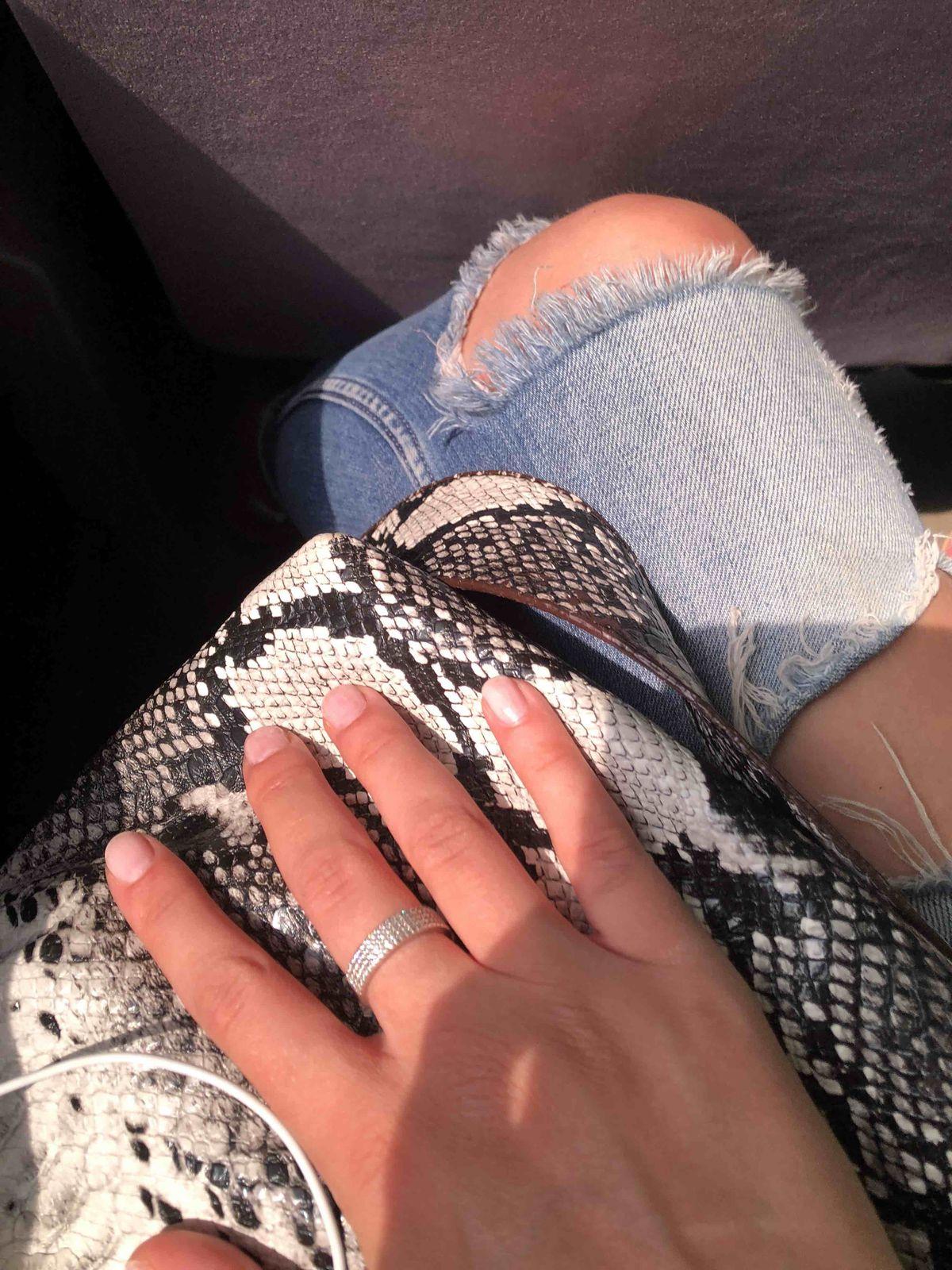 Если вы хотите ,чтобы ваши пальчики красиво выглядили ,то берите его