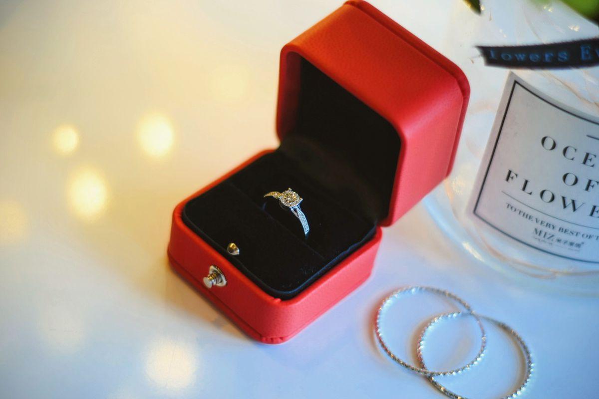 Классическое помолвочное кольцо