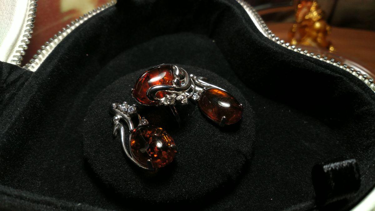 Чудесные серьги с янтарем