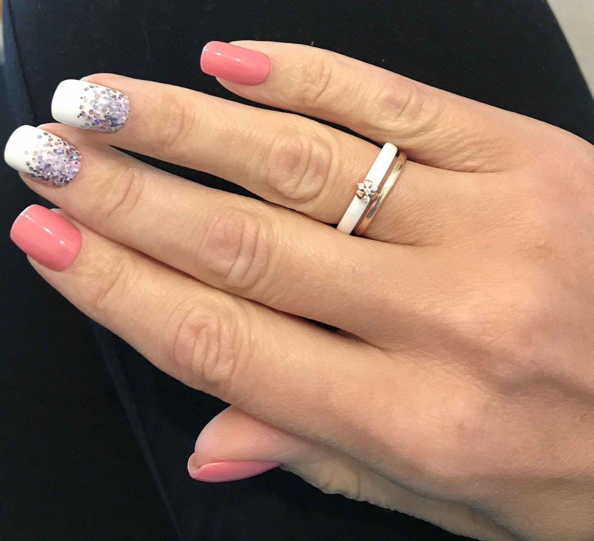 Белое, керамическое кольцо