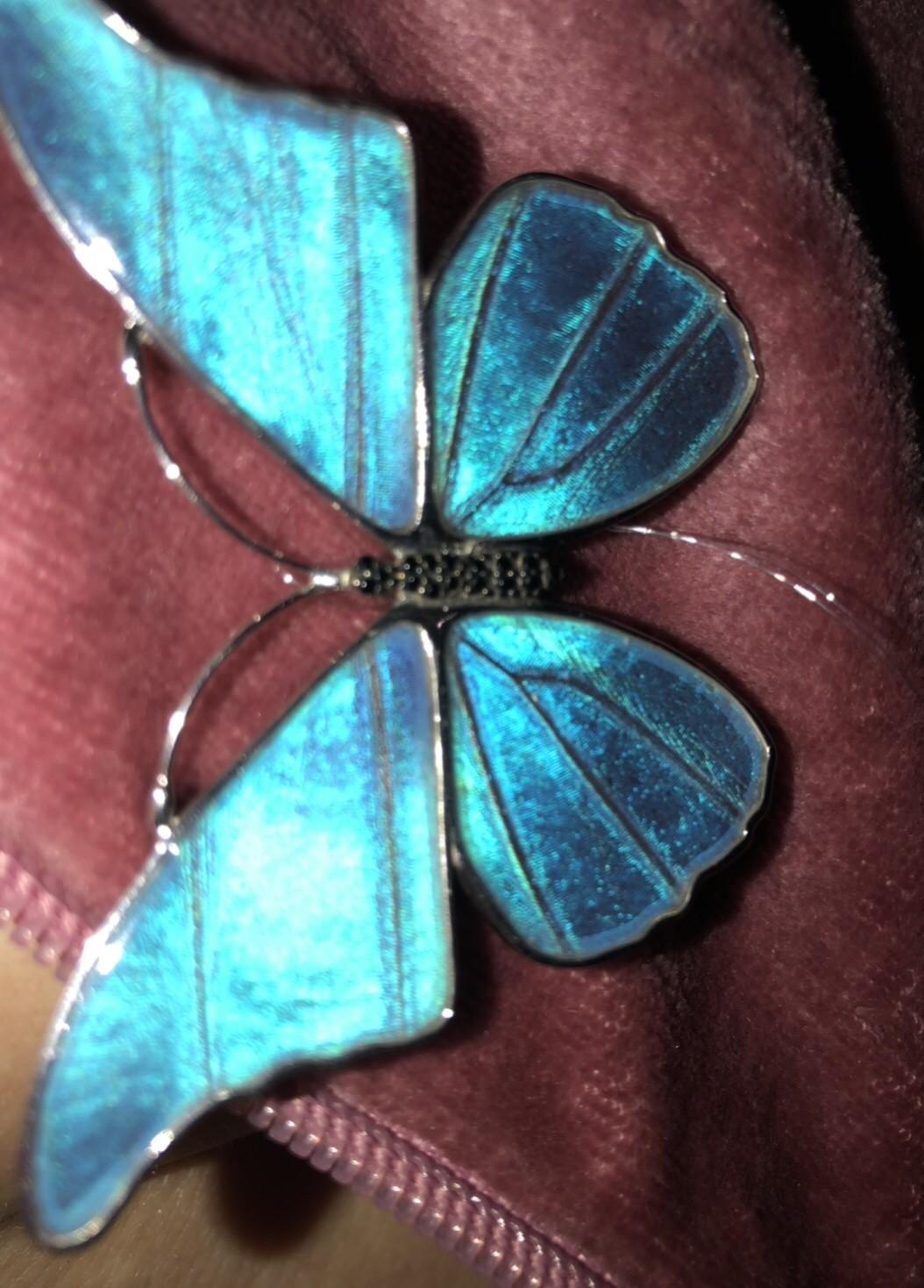 Украшение в виде бабочки.