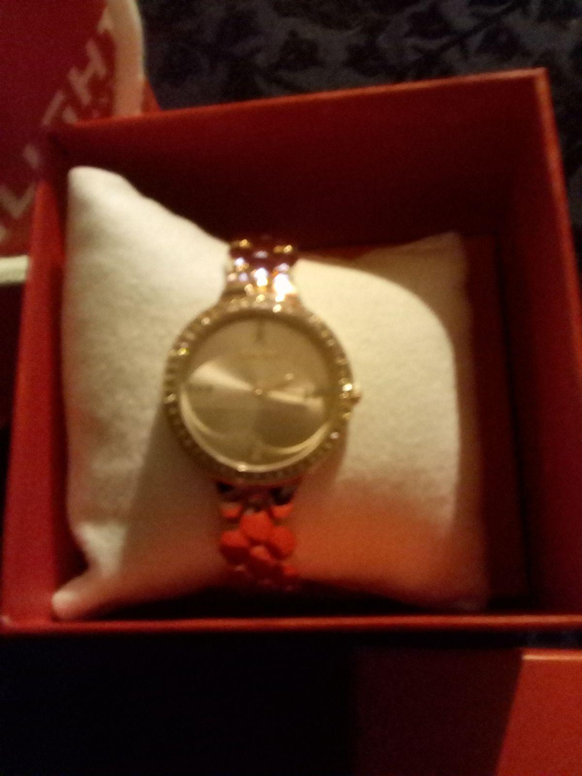 Классические элегантные часы.