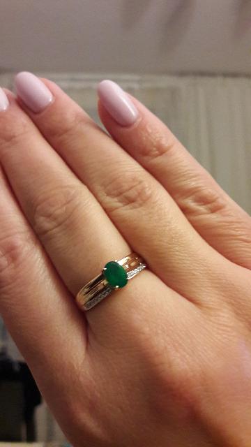 Красивое кольцо с зеленым агатом.