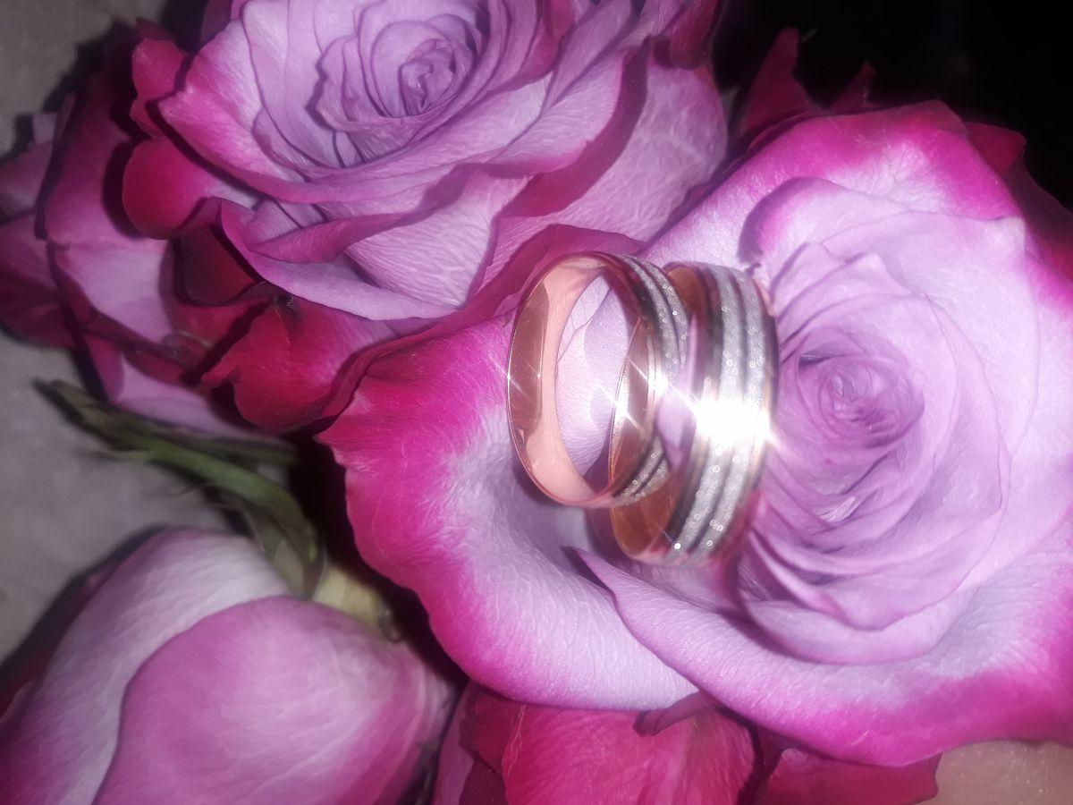 Новые, обручальные кольца на годовщину свадьбы.