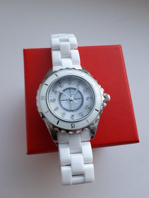 Часы белые керамика