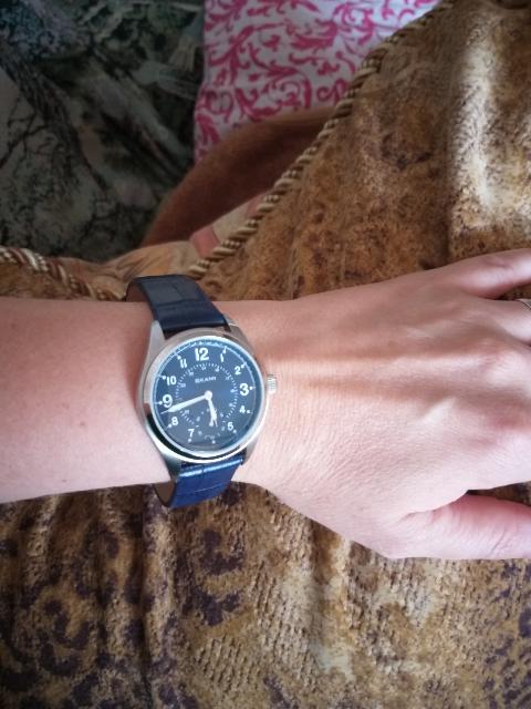 Часы. Очень красиво смотрятся на руке.