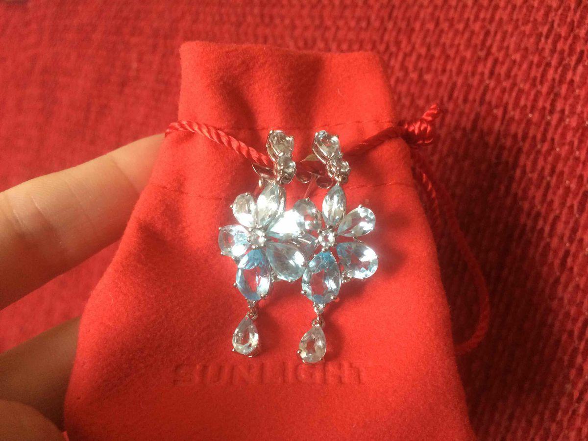 Очаровательные серебряные серьги с топазами