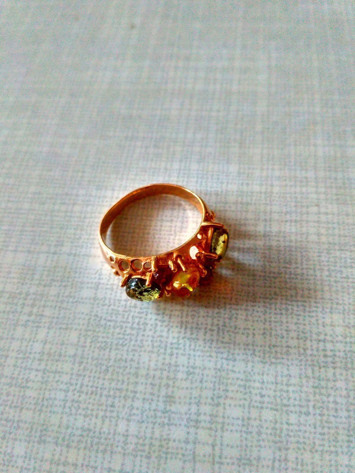 Симпатичное кольцо с янтарём