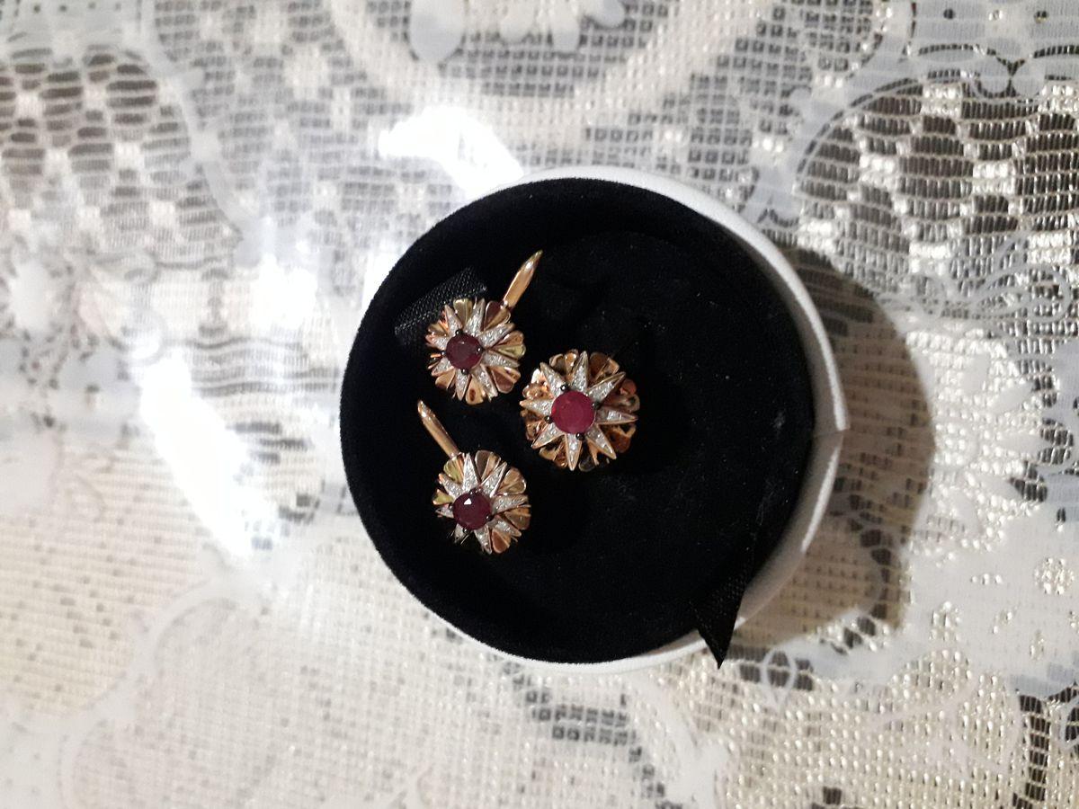 Золотое кольцо с рубином и бриллиантами