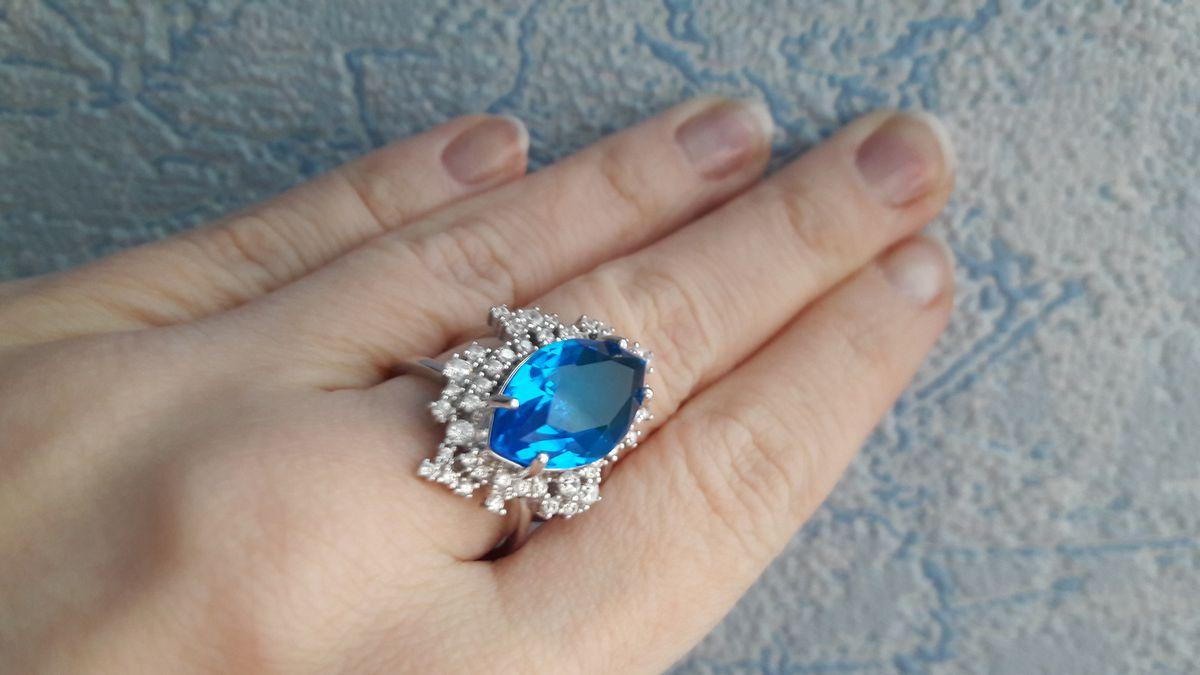 Кольцо нереально красивого цвета
