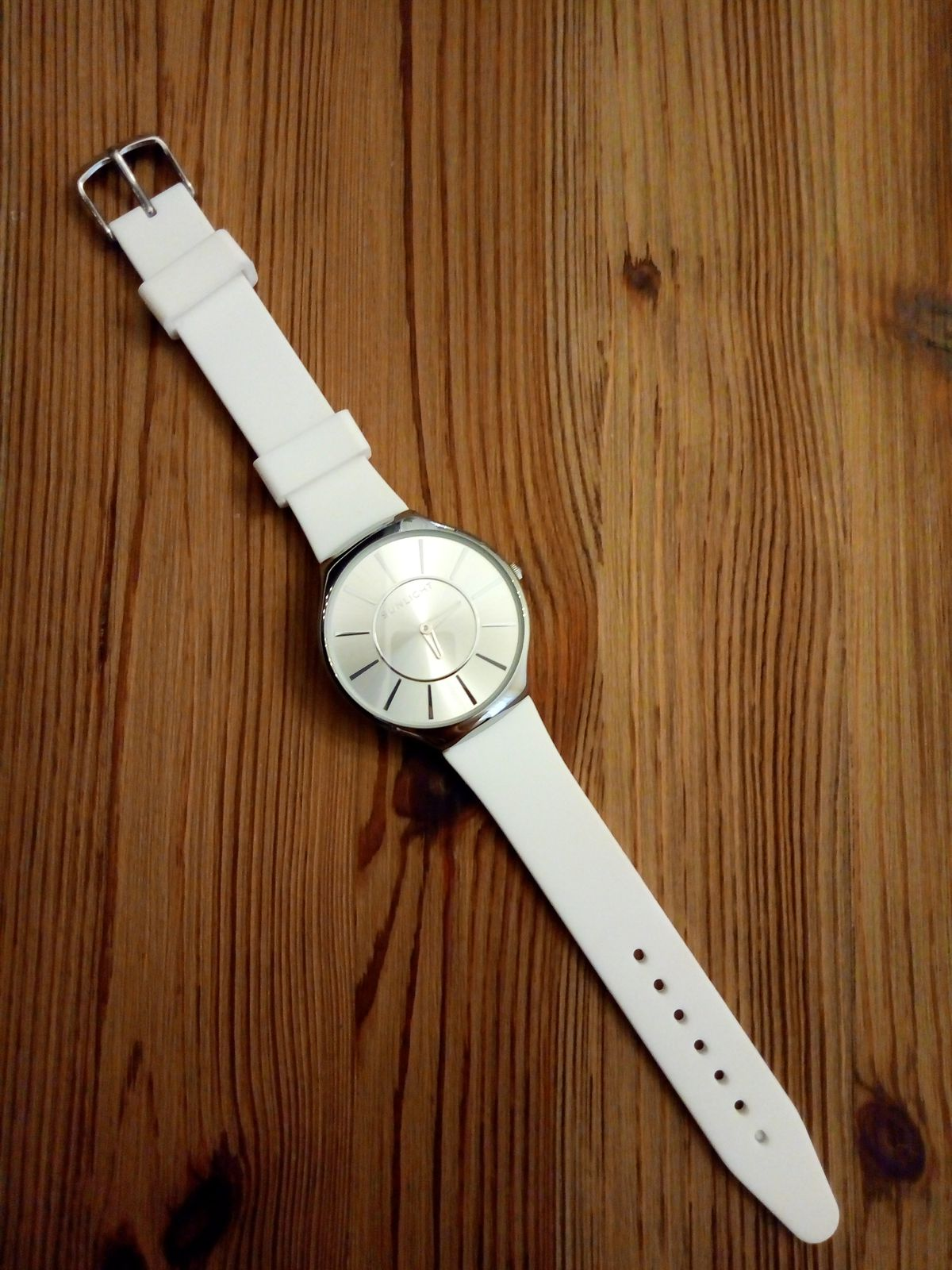 Часы SUNLIGHT за 1990 руб.
