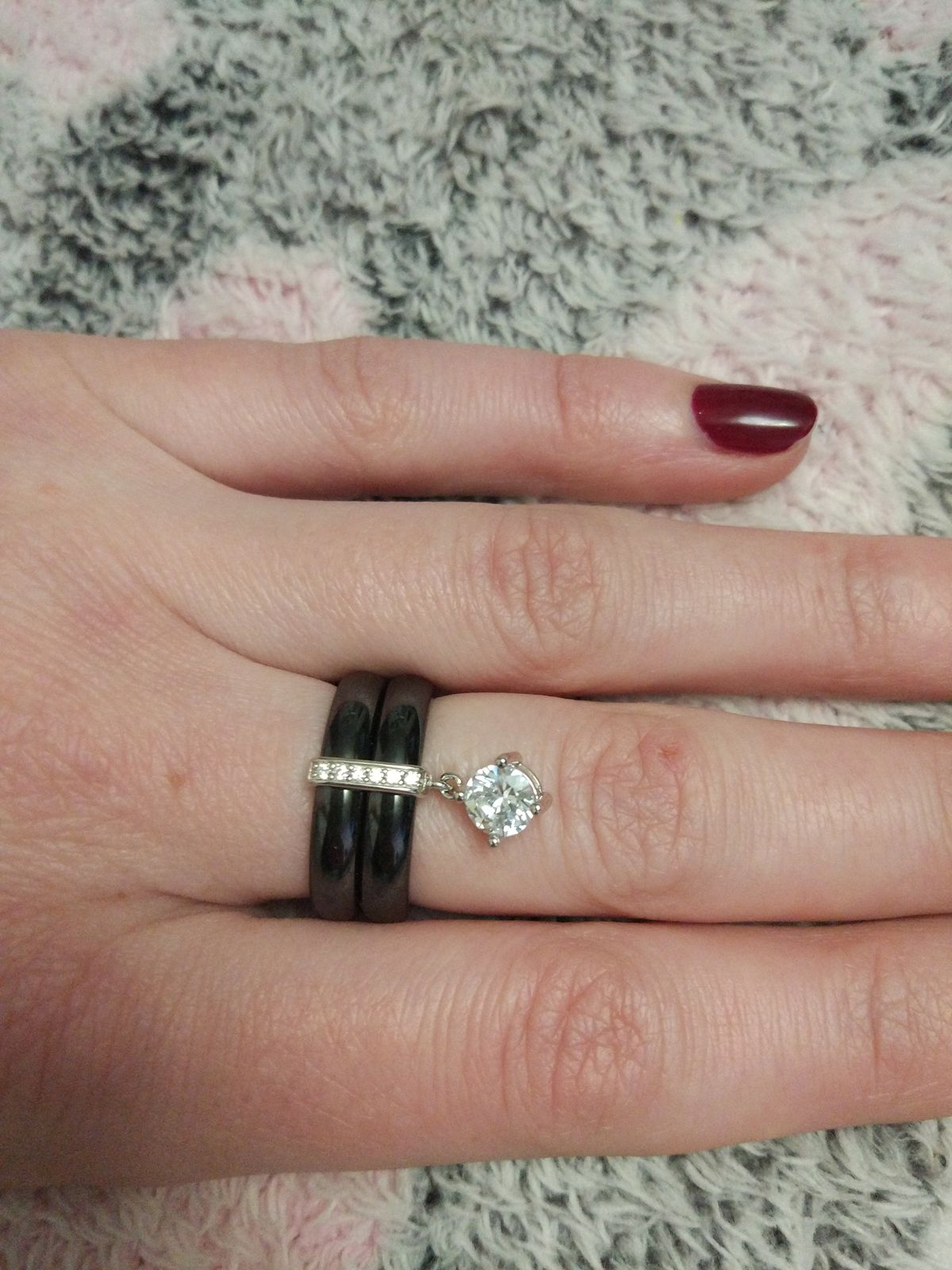 Кольцо из керамики чёрное.