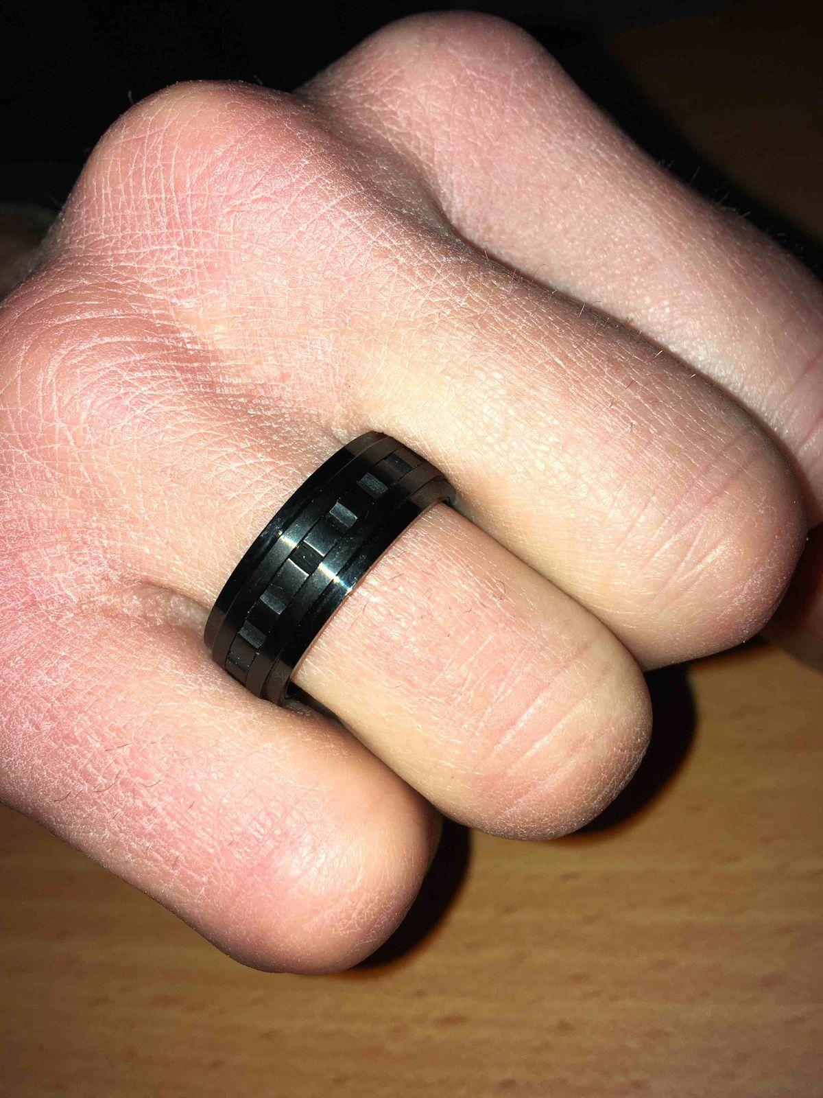 Оригинальное кольцо. Очень долго определялся  с выбором, потому что выбор !
