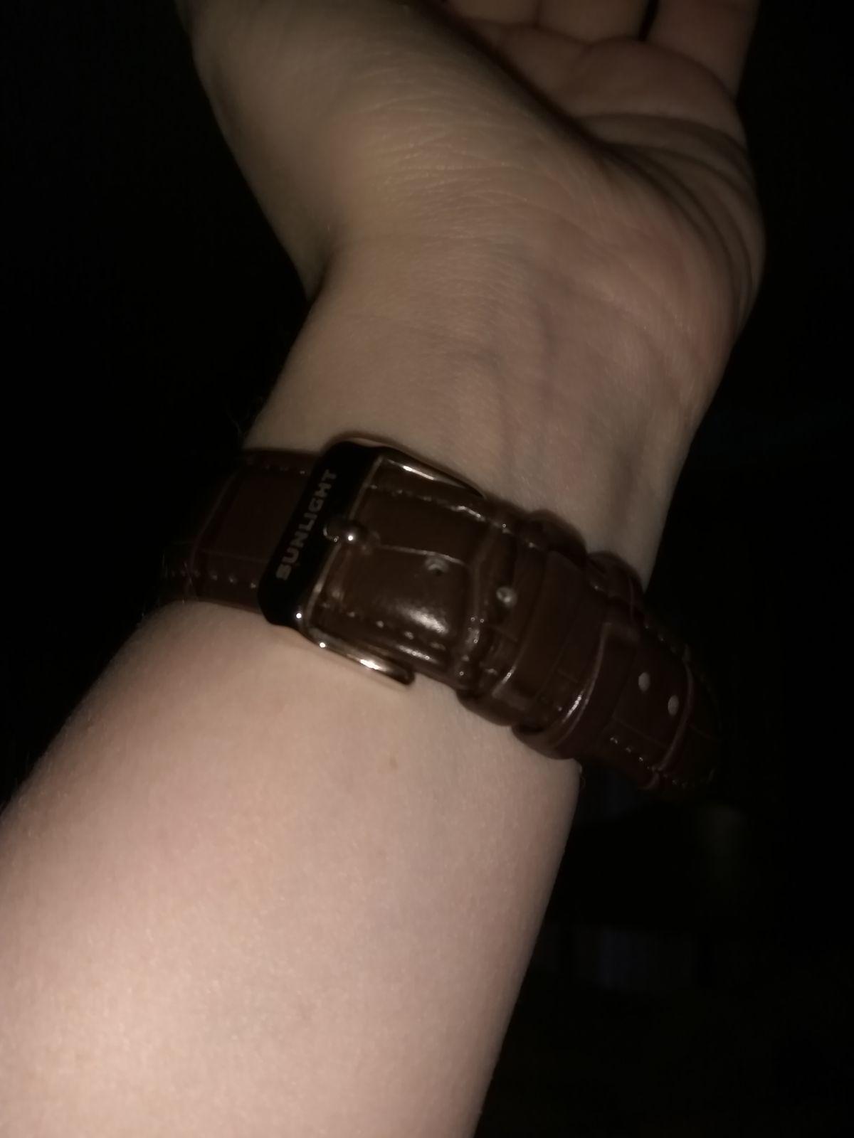 Тонкие часы на каждый день.