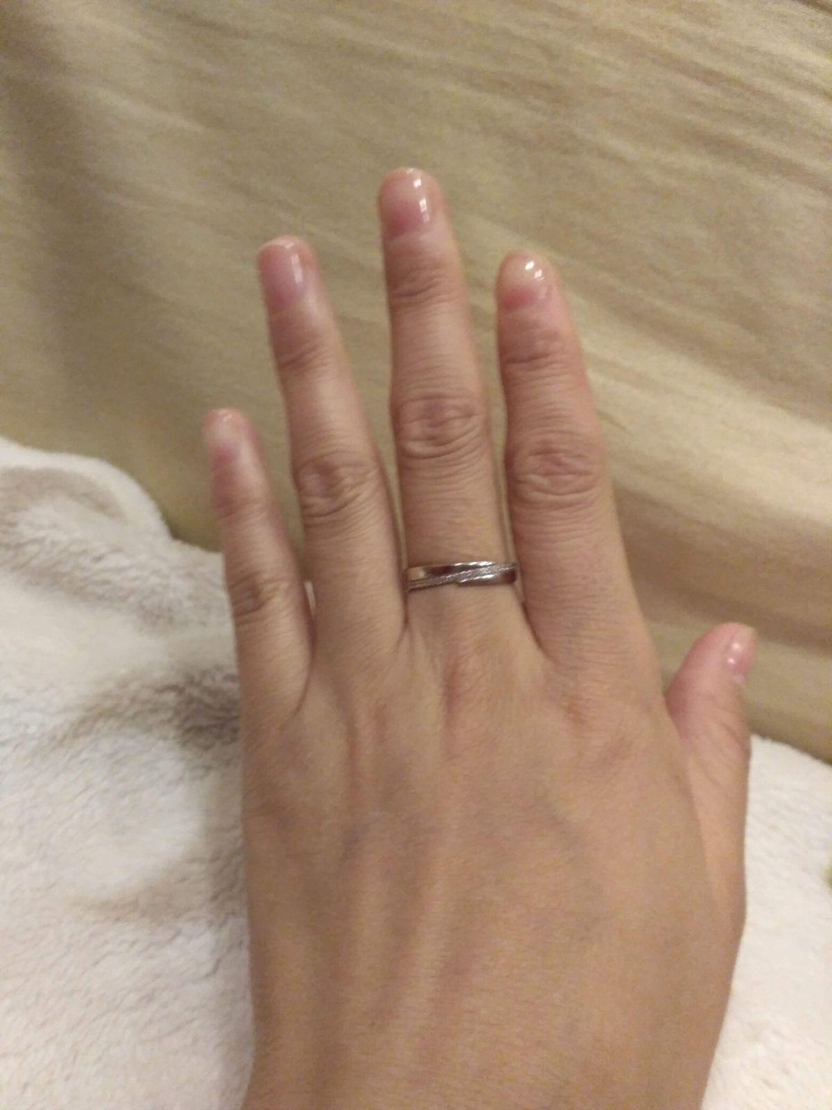 Кольцо с классическим дизайном.
