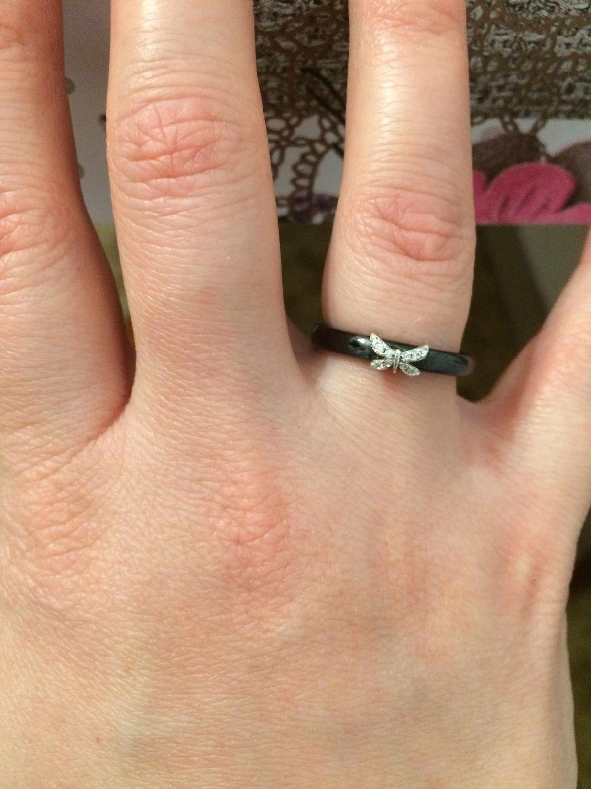 Моя маленькая стрекоза на пальце))