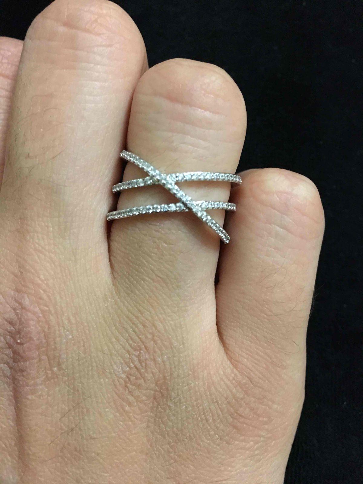 Очень изящное, крупное, привлекающее внимание, нежное кольцо!