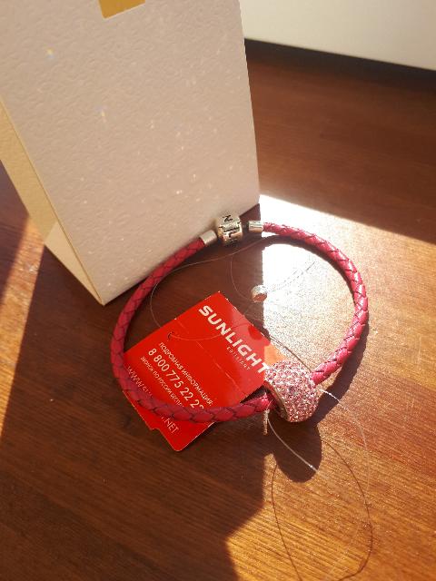 Розовый кожаный браслет