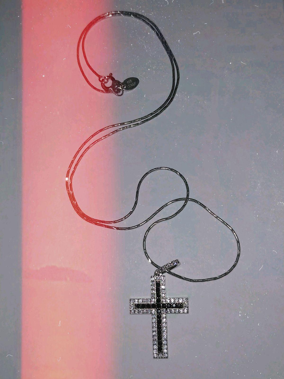 Серебряный крест с цветными фианитами.