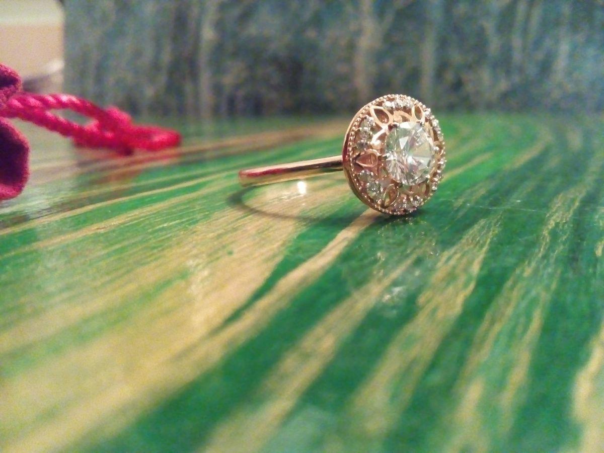 Изумительнейшее кольцо с фианитами.