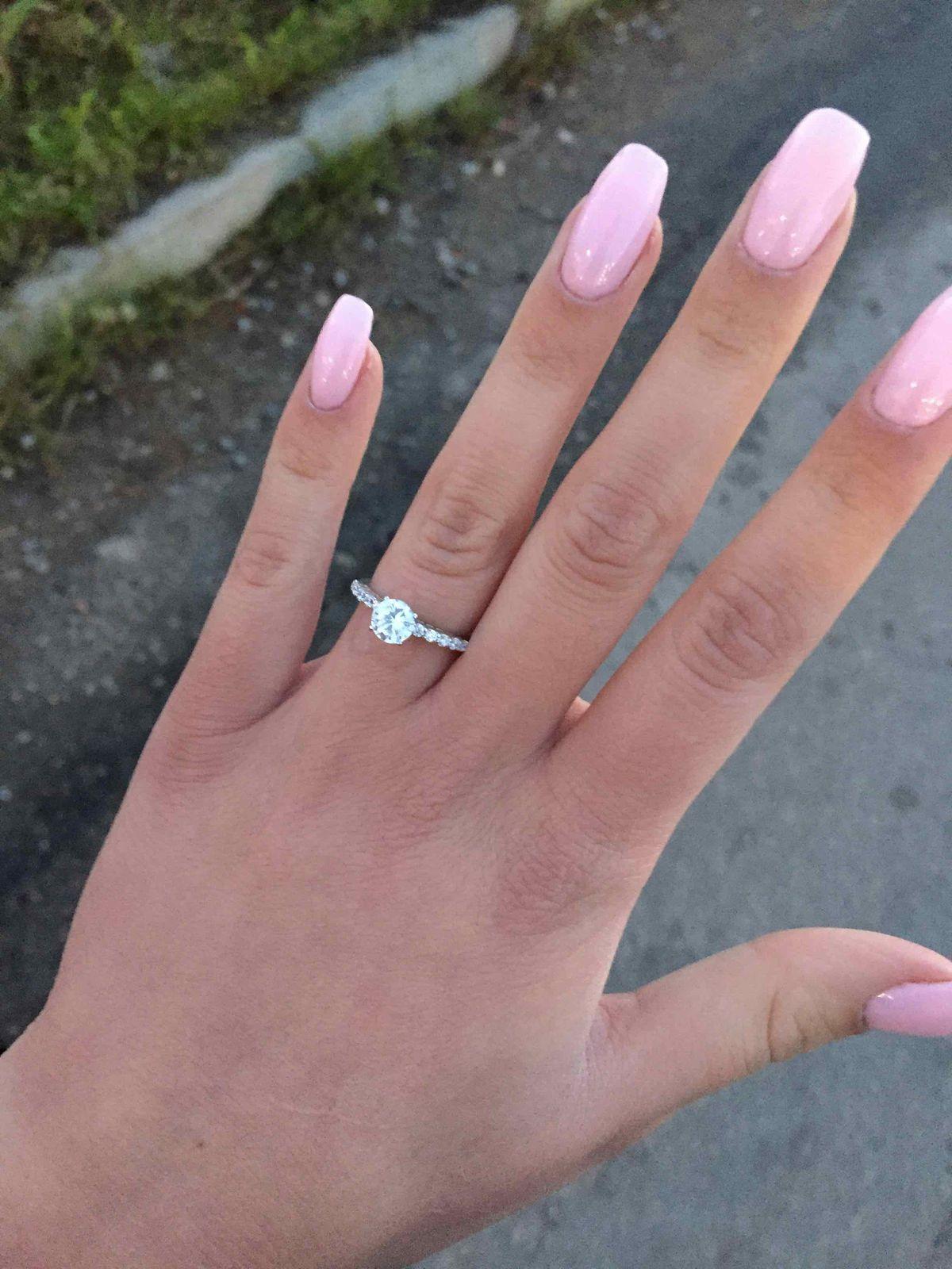Очень элегантное и красивое кольцо