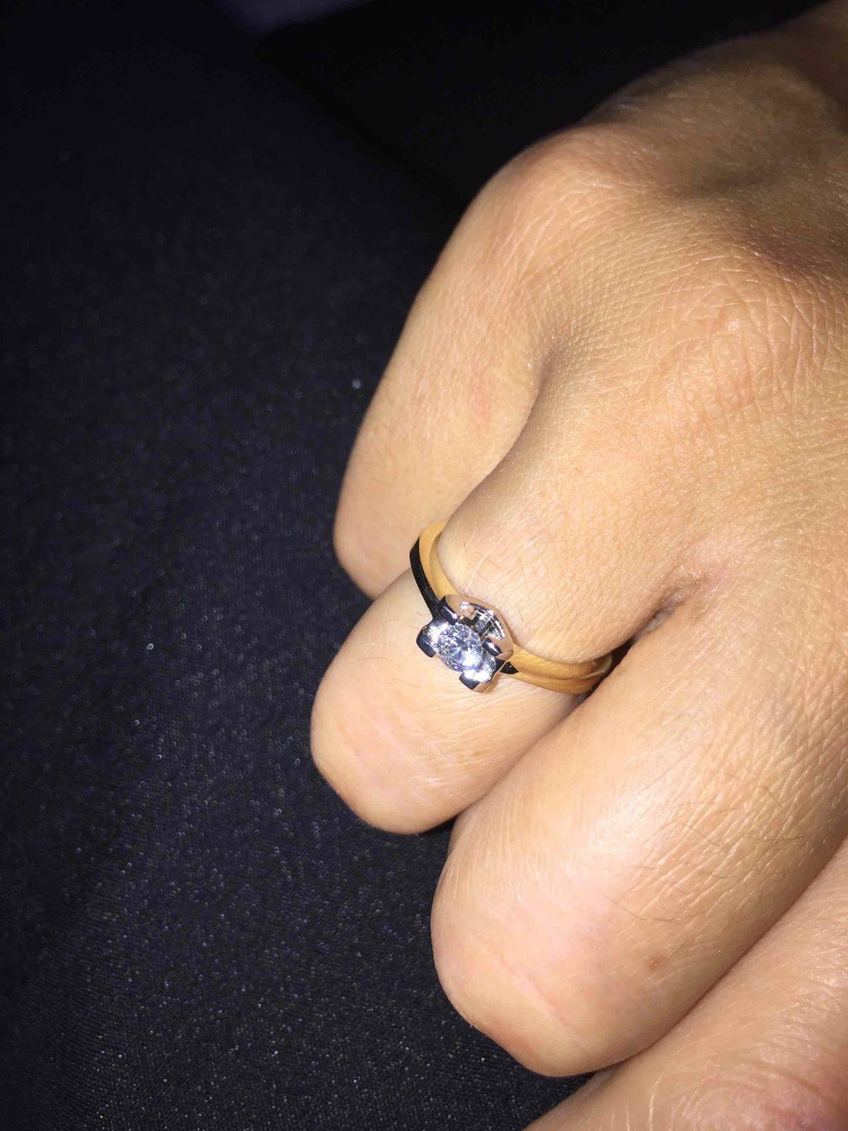 Кольцо с бриллиантом в сердце
