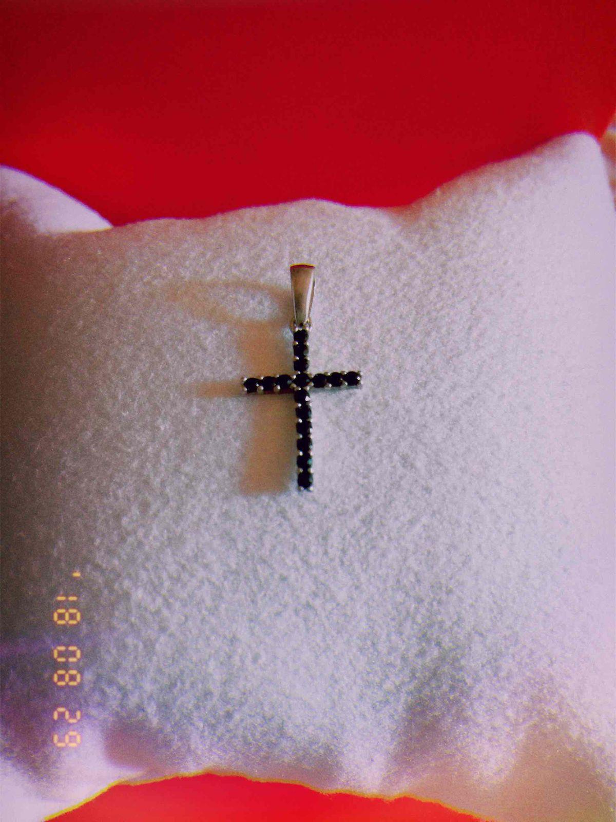 Изящный крестик.